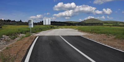 Carretera cortada como ejemplo de proyectos sin sentido