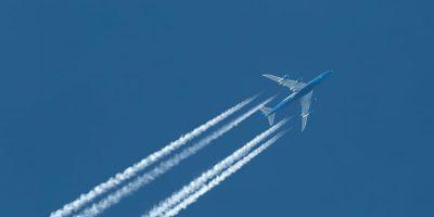 Avión y estela como ejemplo de XIX Jornadas OPTIMA LAB: velocidad de crucero
