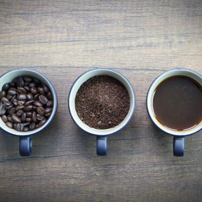 Tazas con café en 3 estados como ejemplo de las 3 etapas del aprendizaje de GTD
